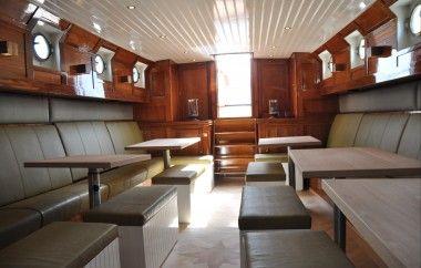 Het interieur van de Viking #partyjacht #Jacht #interieur #klassiek