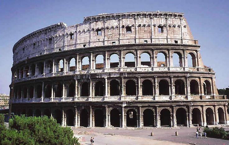 COLOSSEUM  Amfiteatr ufundowany przez cesarza Wespazjana w 72 AD i ukończony przez Tytusa w 80 AD. Miał 80 wejść, widownię dla 50.000 widzów, wymiary 156 x 180 x 48 m, arenę o wymiarach 54 x 86 m. Posiadał wyposażenie pozwalające na przedstawienia naumachii (bitew morskich). Pod areną znajdowały się pomieszczenia techniczne, więzienia, zwierzyniec. Ocenia się, że w ciągu kilku wieków istnienia Colosseum na jego arenie zginęło ok. 300-500.000 osób.