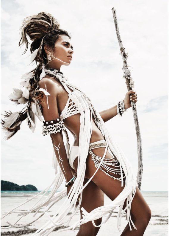 Fashion Poster med kvinna med fjädrar | Archiveseven.com 50x70