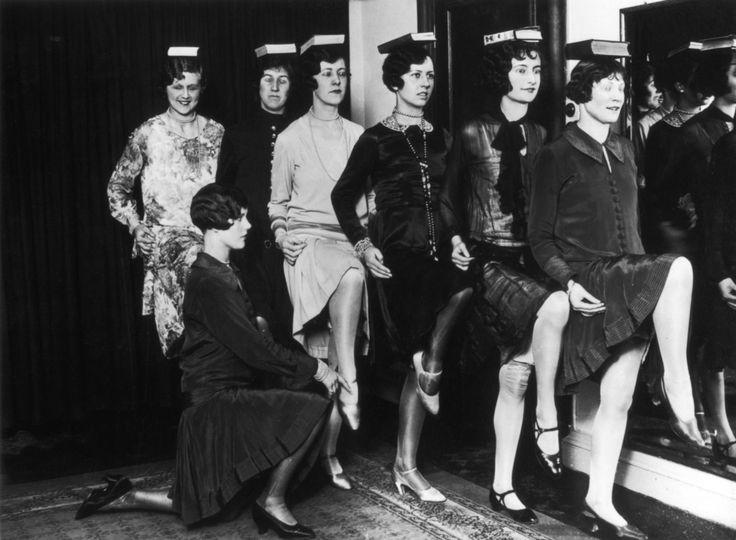 Modeling school, London, 1925
