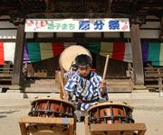 My favorite website about Japanese culture specifically geared for kids. Technically not about folk music, I suppose, but there are sections on young artists learning taiko, koto, Japanese dance, etc.