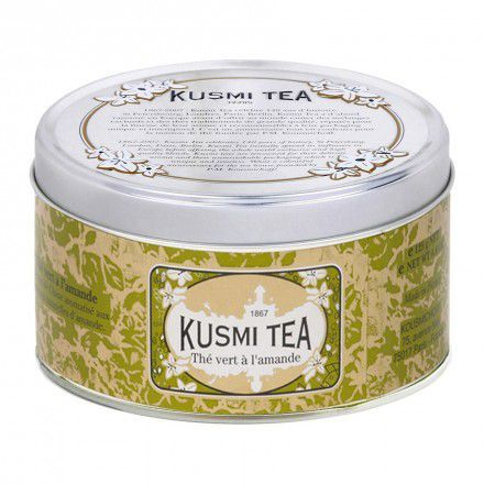 Vihreetä kiinalaista teetä maustettu mantelilla.