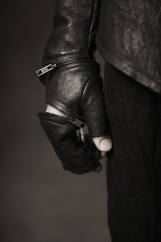Obscur FW11/12 -  versatile gloves Frm Bd: Men's wardrobe looks