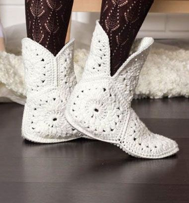 DIY white crocheted flower boots (free crochet pattern) // Fehér virágos horgolt bokacsizma (képes horgolásmintával) // Mindy - craft & DIY tutorial collection