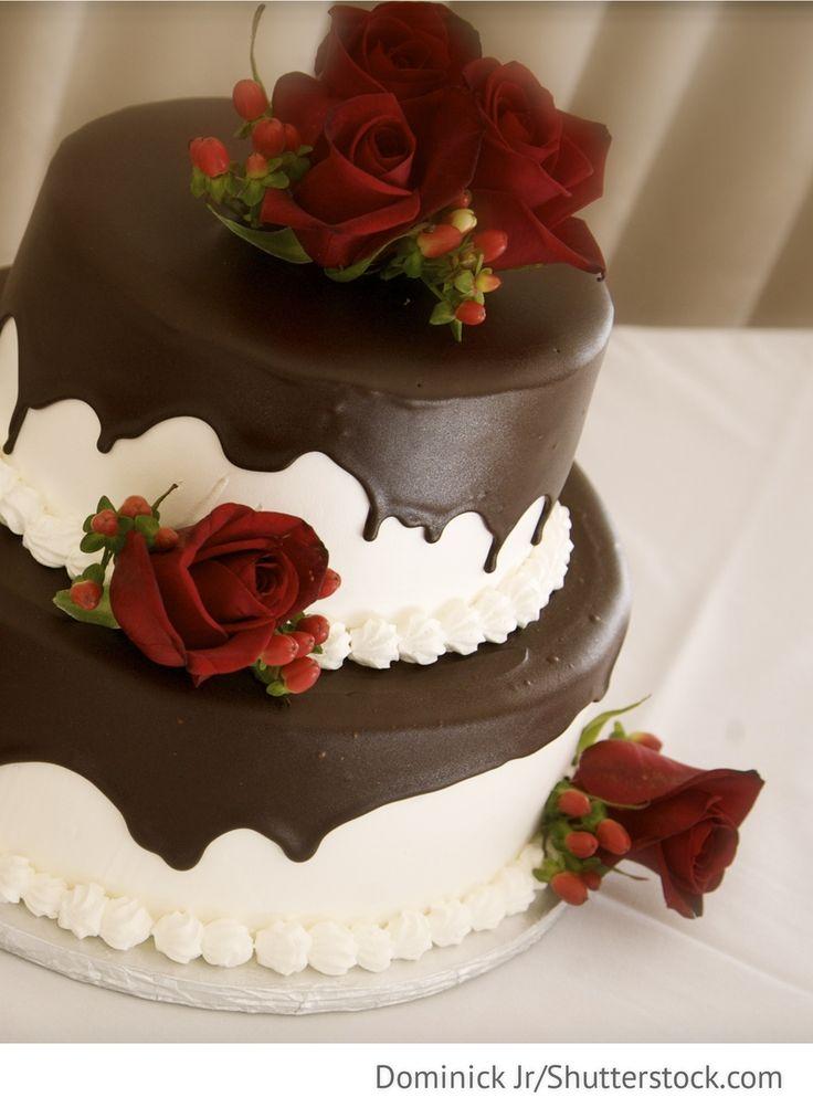 Torte mit Schokolade für Hochzeitsfeier für russische Hochzeiten