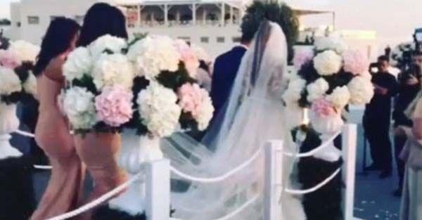 MATRIMONIO VIP! Lui 62 anni, lei 26 si sono sposati. Ma la loro promessa non ha fatto la gioia di fan e famiglia - http://www.sostenitori.info/lui-62-anni-lei-26-si-sono-sposati-ma-il-suo-matrimonio-non-ha-fatto-la-gioia-di-fan-e-famiglia/240512