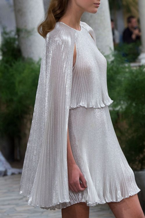 "mademoisellefashionn: ""forlikeminded: "" Luisa Beccaria | Milan Fashion Week | Spring 2017 "" Bonjour, nous sommes Katarina et Violeta. Nous adorons la mode. """