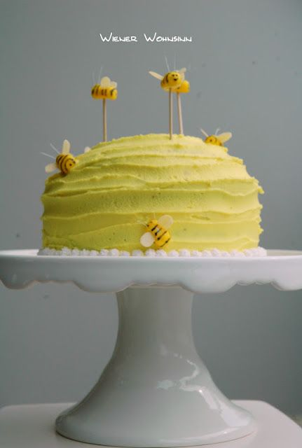 Bumble Bee Birthday Cake... more realistic :) {smash cake?}