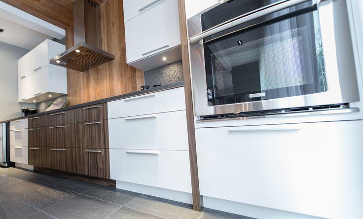 SPACIA a réalisé l'aménagement complet de la nouvelle construction résidentielle de style contemporain de deux jeunes professionnels.