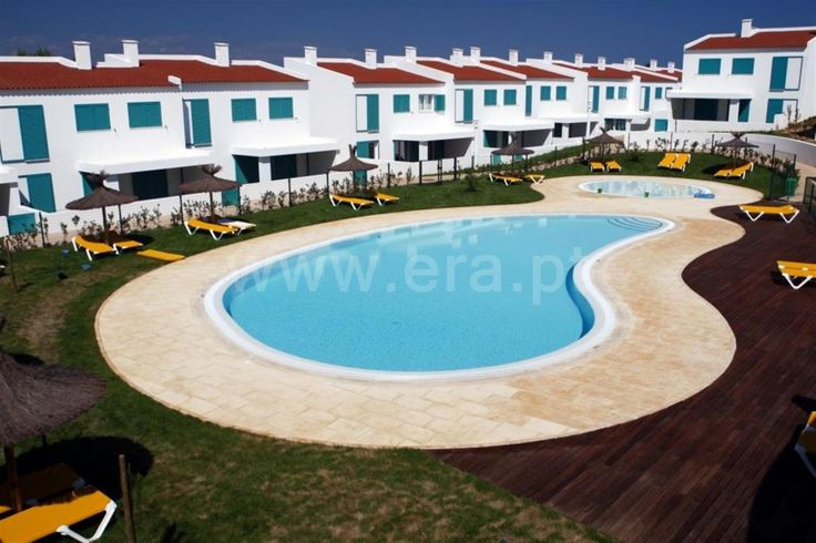 Beautiful villa with 2 bedrooms in suite with kitchen , outdoor pools common to condominium, with beautiful surrounding gardens. A 3 minutes from the beach .  House T2 / Portimão / Sale / Ref. 112150115