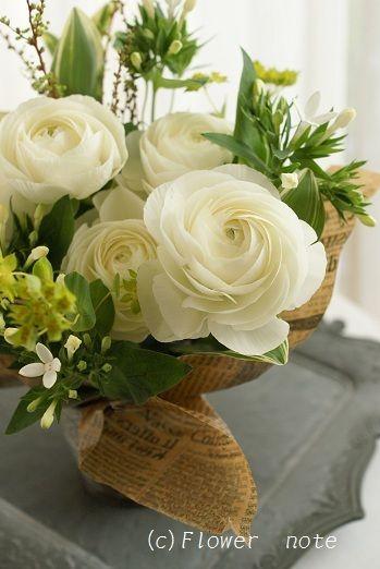 『白×グリーンの爽やかアレンジ』http://ameblo.jp/flower-note/entry-11232668986.html