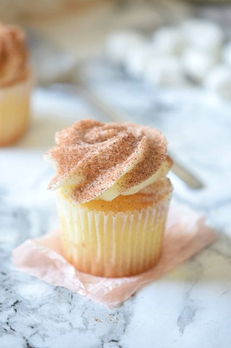You are not going to believe how easy this Apple Cider Donut Cupcakes are, perfect recipe for Fall | We love how delicious they are! | carmelapop.com