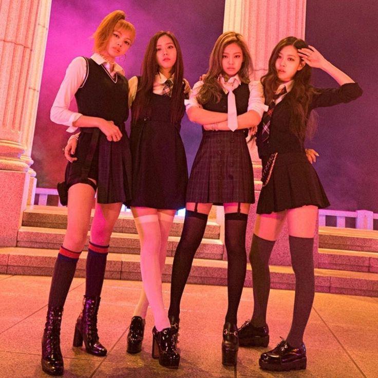 #BLACKPINK Group photo #LISA #JENNIE #JISOO #ROSÉ via.BLACKPINK_Bar  ➖➖➖➖➖ #BLACKPINK #블랙핑크 #LISA #LALISA #ลลิซ #YG #リサ