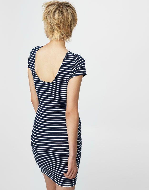 L2017 https://www.pullandbear.com/pl/dla-niej/odzież/sukienki/dopasowana-sukienka-w-marynarskie-paski-c29016p500253090.html?SALES