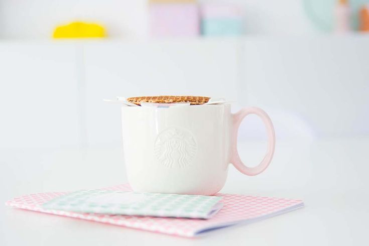 Kom op zeg.. een tooltje om een stroopwafel op je kopje thee lekker warm te laten worden, dat is toch briljant? Ik word daar in ieder geval heel erg blij van.