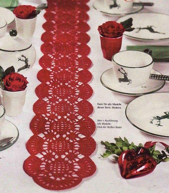 """Voici des superbes centres de table en dentelle pour décorer des repas de fêtes , des meubles d'entrées ou des buffets bas , accompagnés de leurs grilles gratuites , trouvées sur la Galerie Picasa de """" Christine """" ! Centre de table rouge Centres de table..."""