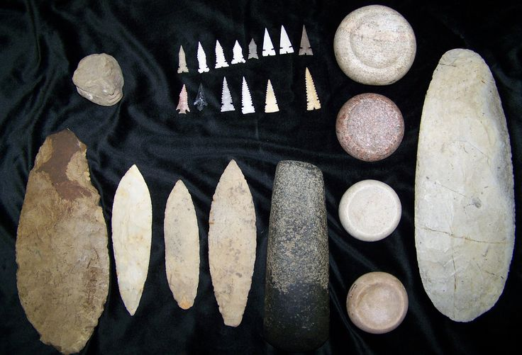 Las puntas de flecha y otros artefactos antiguos del Mississippi se encuentran en Cahokia.