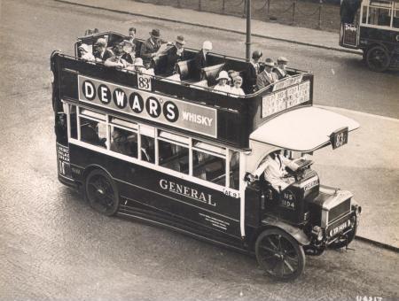 Comienzos del autobús. El autobús AEC NS-Type fue diseñado por primera vez en 1921-1922 y se presentó en 1923.