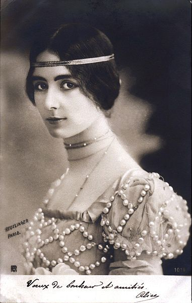 Cleo de Merode (1875-1966) was a french dancer. She was one of the most photographed women of her time, 1901 // photo by Leopold Reutlinger