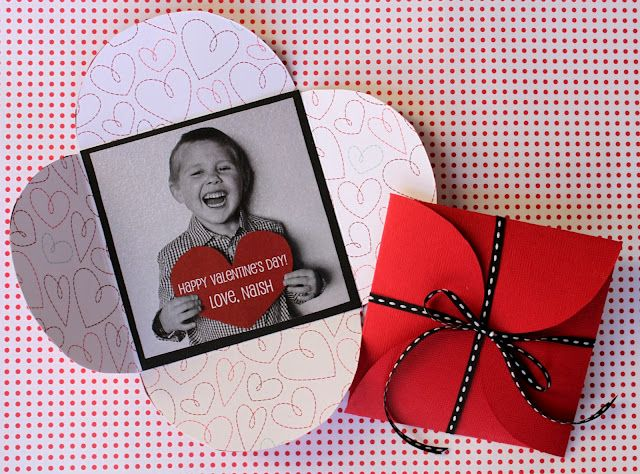 I absolutely love the petal envelope! It can be used for so much! Awesome template for making them yourself!