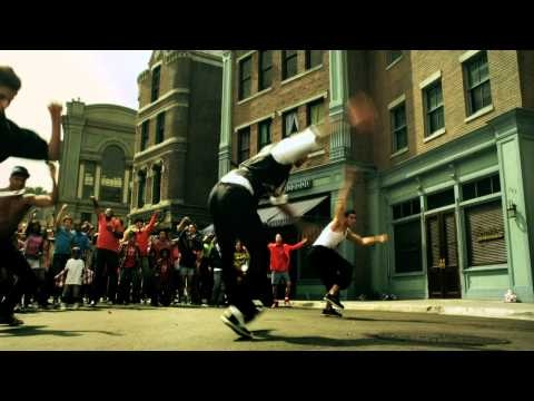 Music video by Chris Brown performing Yeah 3x. (C) 2010 JIVE Records, a unit of Sony Music Entertainment