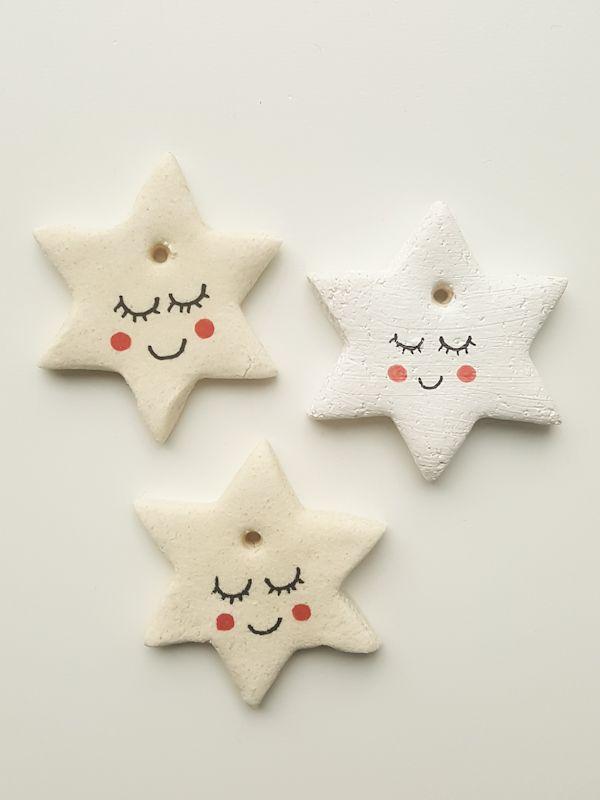 Make Christmas pendant from salt dough yourself