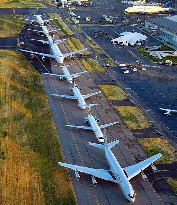 Okay Boeing Family now lets get in formation!   From bottom to top: B707 B717 B727 B737 B747 B757 B767 B777. Picture by @boeinglovers