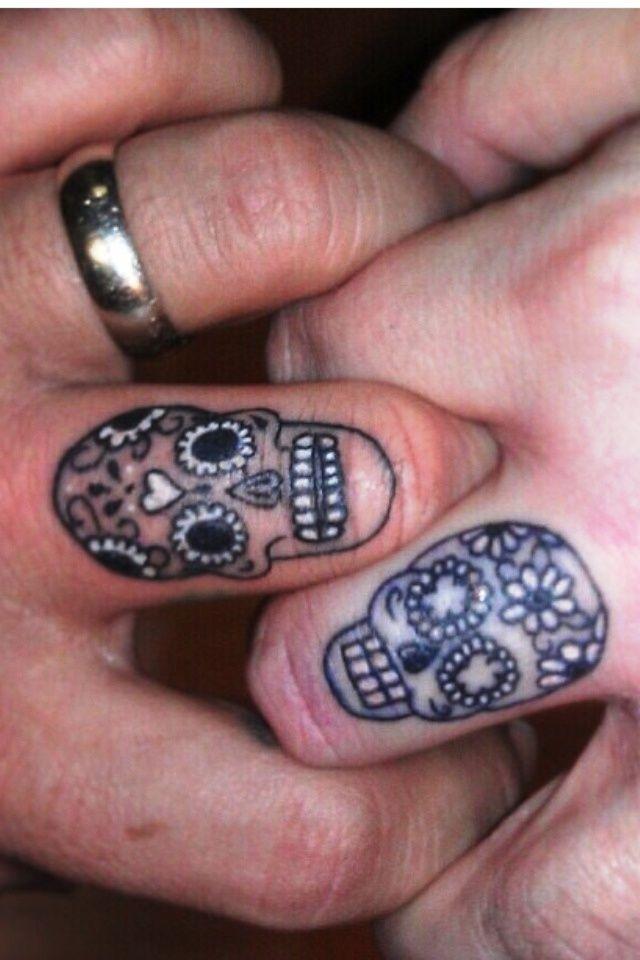 25 idées de petits tatouages sur le doigt - Club Tatouage
