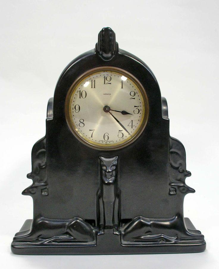 Plateel spaarklok, ontwerp Chris van der Hoef, ca. 1933