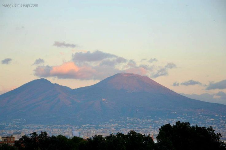 Dichiarazione d'amore a Napoli   http://www.viaggideimesupi.com/2015/05/28/dichiarazione-damore-a-napoli/