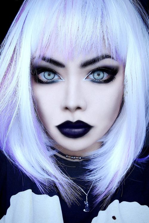 nu goth / pastel goth makeup looks so nice suits me and love the black lips, wish I could do makeup like that