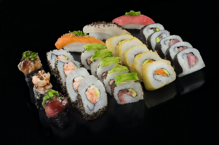 Sakura Sushi. Imágen de marca, Fotografía y Menú. on Behance