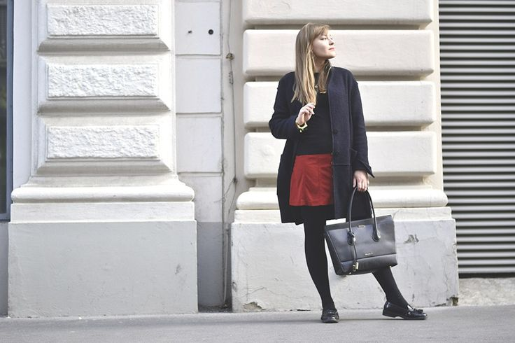 Wildlederrock Outfit Mit Loafers Und Business Bag