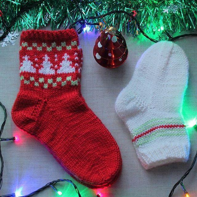 Хорошего и теплого, пока еще новогоднего вечера!   #олино_рукоделие#олины_носки    #вязание#спицами#рукоделие #носки#цвет#новыйгод#crochet #knitting #handmade #hobby #yarn #colors#winter #cristmas