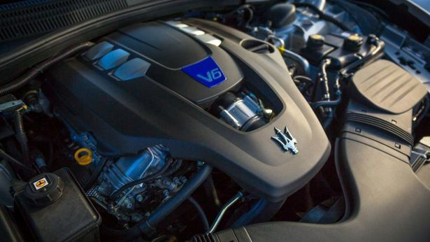 2017 Maserati Ghibli - engine