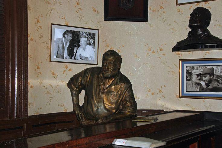 Hemingway statue in La Floridita, Havana