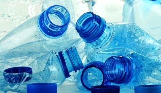 In arrivo il vuoto a rendere per le bottiglie di acqua minerale di plastica: riportando le confezioni al supermercato uno sconto immediato alla cassa