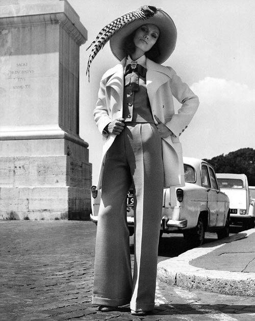 Valentino fashion, Rome, 1971 (Regina Relang)