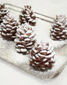 Recipe: Snowy Chocolate Pinecones (made from nutella and cereal)¸.•♥•.  www.pinterest.com/WhoLoves/Christmas  ¸.•♥•.¸¸¸ツ #Christmas