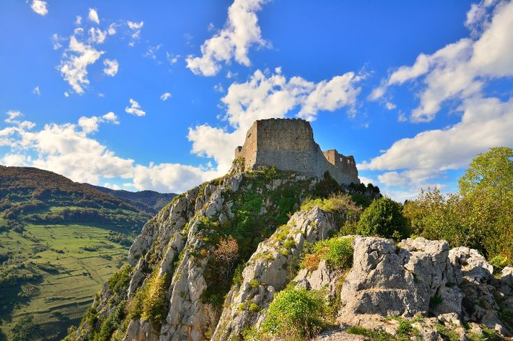 Château de Montségur et son trésor cathare : Les lieux les plus hantés de France - Linternaute