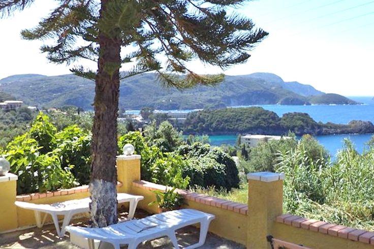Description: Appartementen op één van de mooiste plekjes van Corfu. Helemaal goedvoor een rustige vakantie in authentiek Griekse sfeer. Appartement metuitzicht op zee Vlakbij het strand van Agia Triada in Paleokastritsa ligt Vassilis Appartementenop één vande mooiste plekjes vanCorfu. Vassilis Appartementen is heel kleinschalig; er zijn slechts vier appartementen allemaal met uitzicht op zee. Alleraardigste eigenaren een appartement met 2 of 3 kamers eenvoudig maar netjes en lekker rustig…
