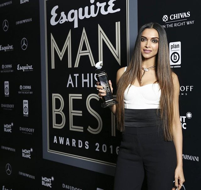 """❤️ #Goddess Deepika Padukone with her """" International Woman of the Year """" Award at last night red carpet of Esquire Awards 2016 in Dubai. . I still cant get over to this look!! She looks soo Damn Hot here  She's the hottest woman in the world. . #DeepikaPadukone #QueenOfBollywood #Bollywood #Deepika"""