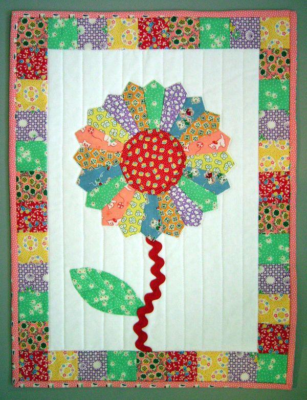 Dresden PlateDresden Dresden Plates, Flower Painting, Crafts Ideas, Dresden Flower, Quilt Ideas, Flower Quilt Block, Elementary Ideas, Dresden Quilt, Plates Flower
