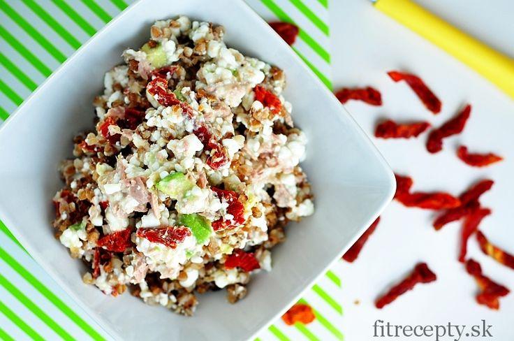 tuniakovo avokadovy salat s cottage cheese a pohankou