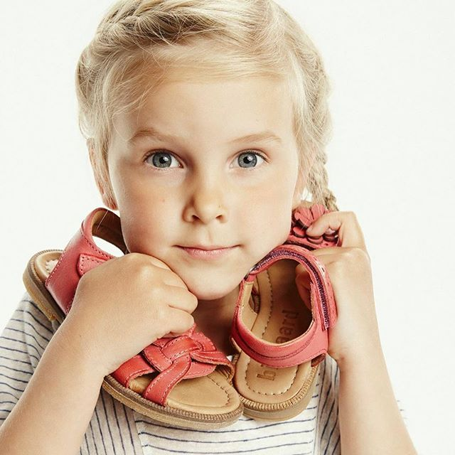 Two new sandal styles in coral red, both made with foam soles in leather for a more comfortable walk! Let's spring arrive ☀️   #bisgaard #sandals #spring #summer #leather #handmade #danishdesign #shoes #chaussuresenfant #kinderschuhe #childrensshoes #barnesko