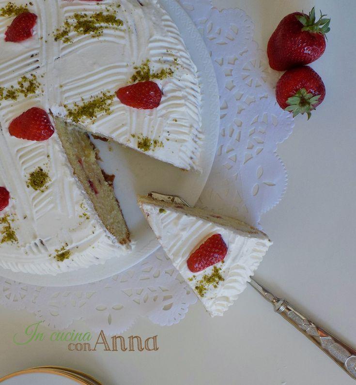 Oggi vi presento un dolce buonissimo perfetto anche per feste e compleanni,la torta alle fragole e pistacchi,un dolce buono buono che conquisterà tutti dal primo assaggio..