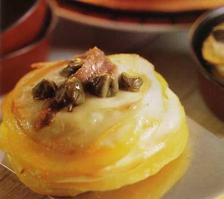Tarte mici de cartofi cu cascaval afumat
