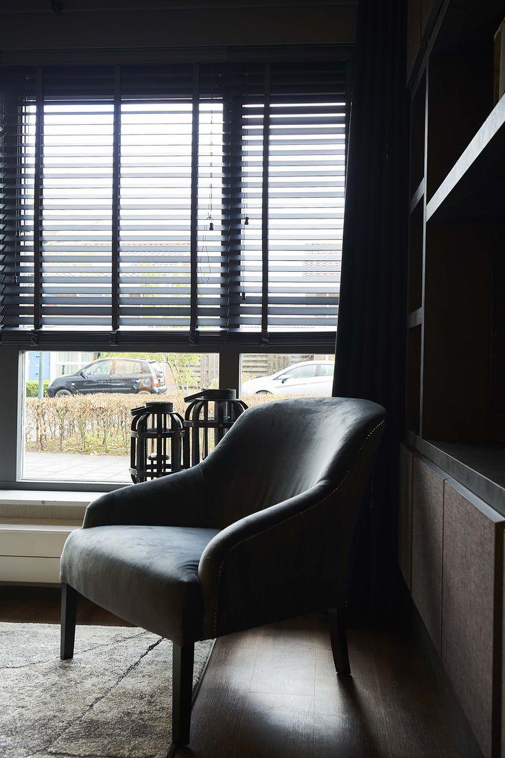 De fauteuil Tapeo Juke van Rofra Home is een mooie, compacte fauteuil met verrassend goede zit. Deze comfortabele retro stoel is in bijna alle stofkleuren verkrijgbaar en past daardoor in elk interieur. De ronde minimalistische vormen zorgen voor een tijdloze uitstraling. Fauteuil Tapeo Juke is scherp geprijsd.
