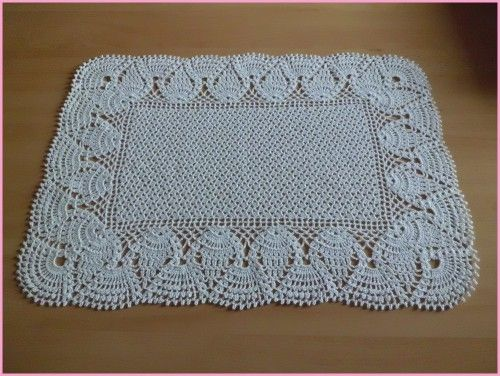 chemin de table et sa grille gratuite au crochet dentelle au crochet pinterest chemins. Black Bedroom Furniture Sets. Home Design Ideas