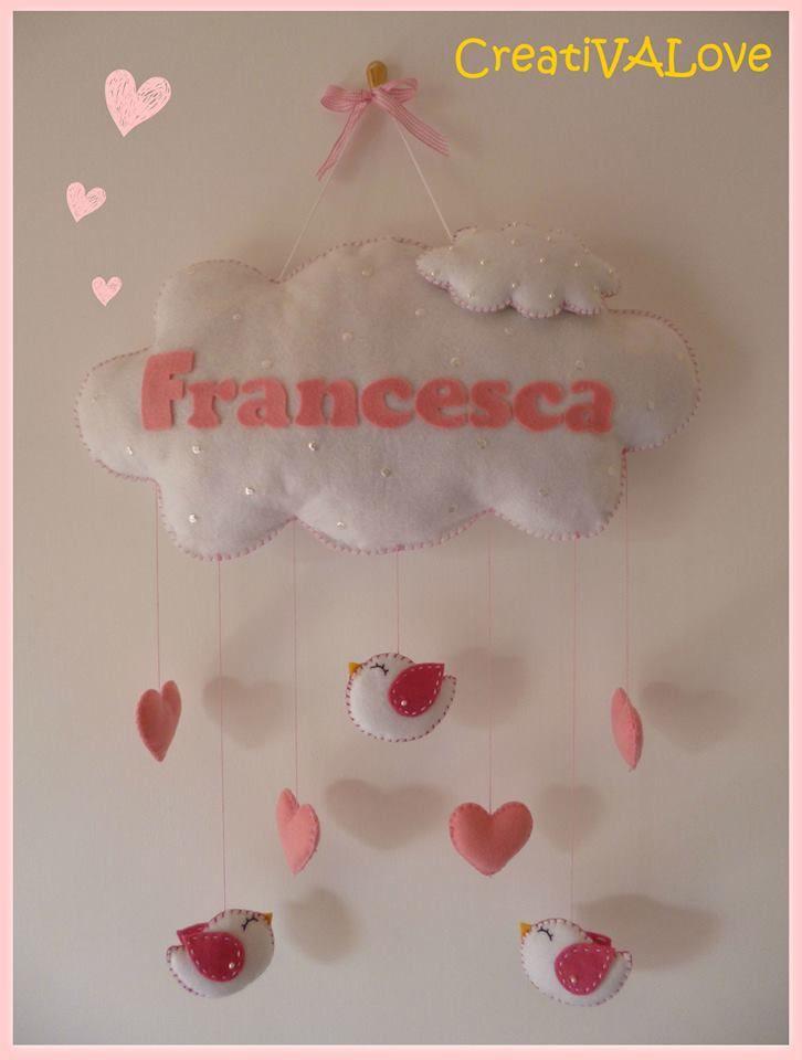 Nuvoletta per Francesca con cuori e uccellini. Fiocco nascita/decorazione per cameretta in pannolenci/feltro. Handmade Felt Creations.